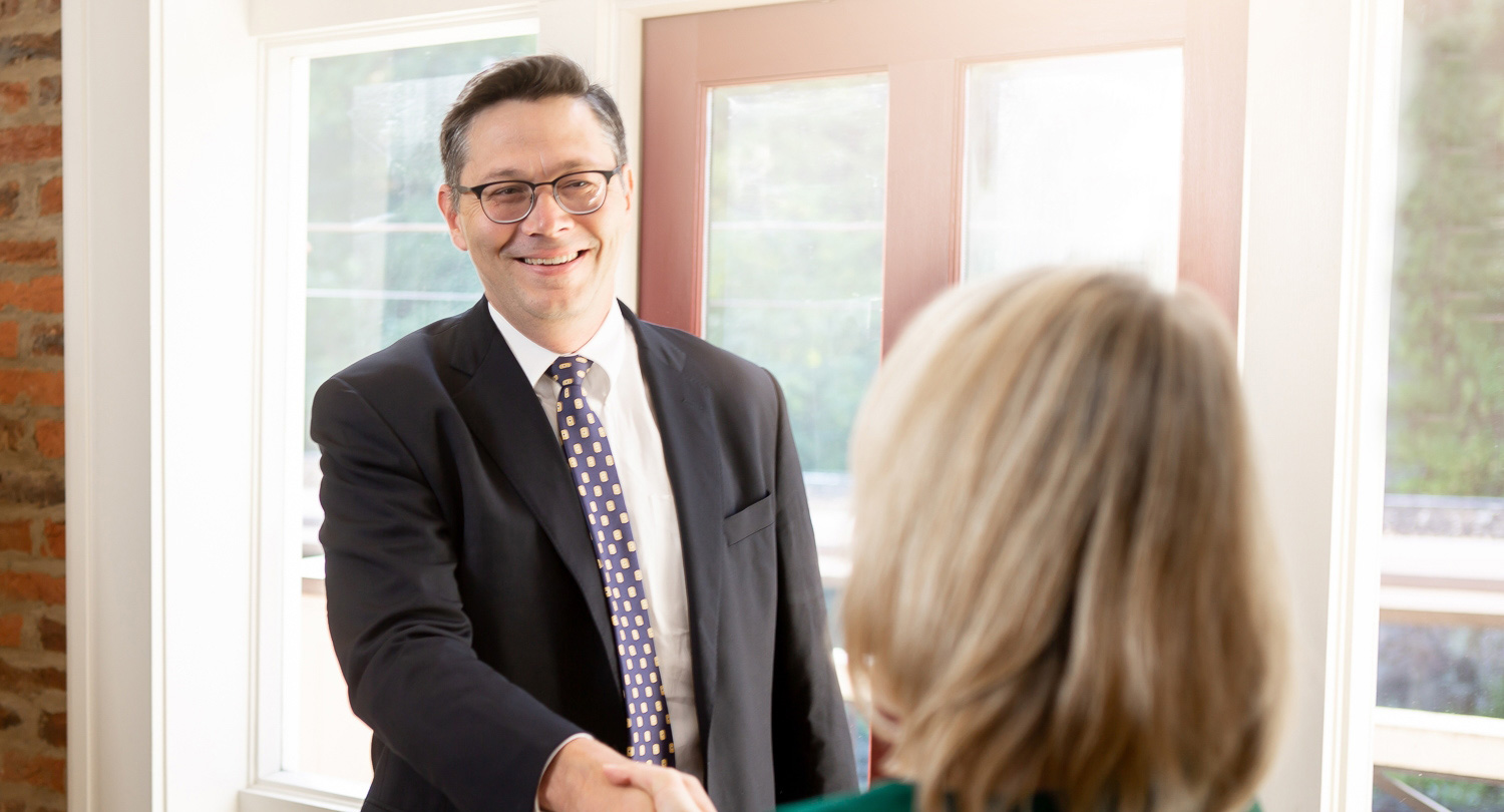 estate planning attorney shaking hands with client